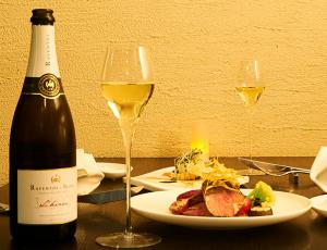 FireShot Capture 775 - 六本木でワインと共に楽しむディナーはスペイン料理で - http___www.fermintxo.com_wine.html